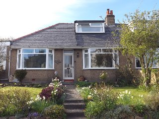 Spacious Holiday Cottage beside the Sea and Bay, Newton by the Sea