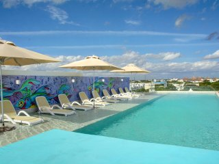 ANAH 2 BR - Great location, Rooftop pool, large balcony and centrally located!, Playa del Carmen