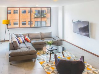 Gorgeous Three-Bed with A/C, fast WIFI and balcony