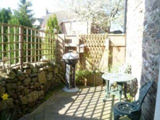 Benfield Cottage, Morebattle with beams & spiral staircase  pet friendly, WiFi