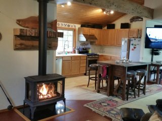 Book with Confidence - Todds Creekside Cabin - central to Olympic National Park