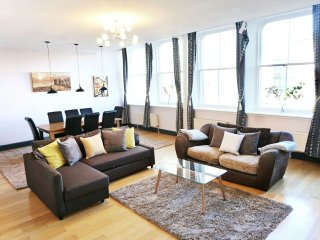 Large, Grand, central apartment. Sleeps 6 -walk everywhere!, Liverpool