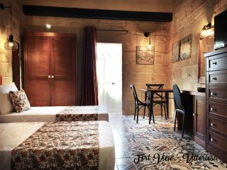 Studio Apartment with traditional Maltese Balcony in Vittoriosa