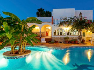 Beautiful villa Ramos in San Antonio Bay with BBQ and large pool