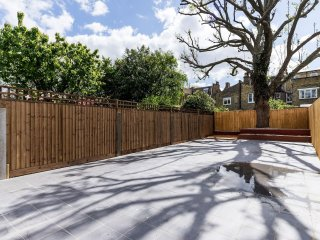 4 bed 2.5 bath house close to Chelsea w/garden