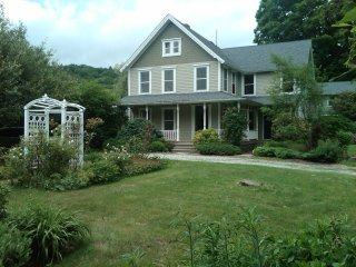 Beautifully Renovated Berkshires Farmhouse, West Stockbridge