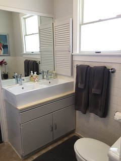 2nd master bathroom, jack and jill with 3rd bathroom, possible to make private