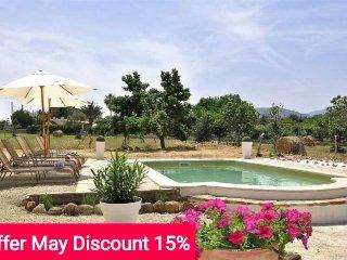 Last minute offer 15% May 2017- Beautiful villa with private pool at Serra de, Selva