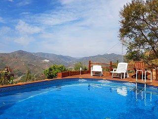 Casa rural con piscina y vistas al mar, valle y pueblo
