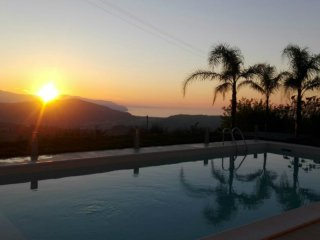 Detached Villa,Private Pool & Garden,Free Wifi overlooking the Aeolian Islands!