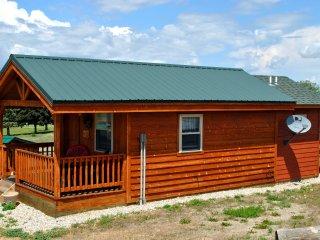 Wolf Den cabin- side view
