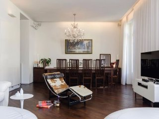 Modern 3 Bedroom Flat in Porta Romana