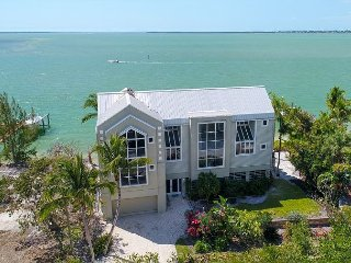 Woodring Bayhouse: Luxury Bayfront 3BR Pool Home w. Private Dock & Boat Lift!