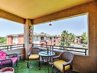 NEW! 2BR Phoenix Condo w/ Pool & Putting Green!