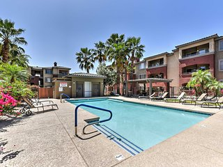 2BR Phoenix Condo w/Balcony, Pool & Putting Green!