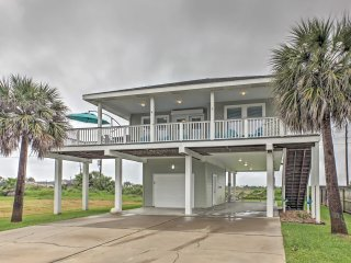 'Beach Therapy' Galveston Home w/Deck Near Ocean!