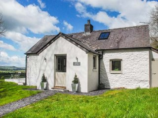 SARDIS COTTAGE detached, countryside views, well-appointed, Llangadog, Ref