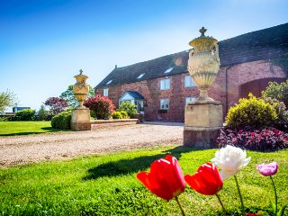 THE GRANGE AT HENCOTE, luxury accommodation, hot tub, en-suite bedrooms, Shrewsbury