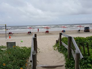 Have A Beach'N Time in this cozy Beach house with amazing views!, Surfside Beach