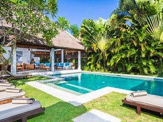 Villa Semara - Luxury 3 Bedroom Villa - 250 metres to Blue Ocean Beach