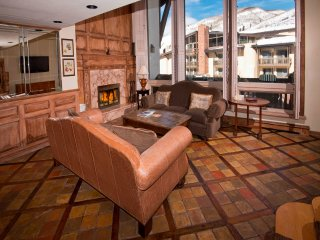 Spacious, Close to slopes! 3Br Condo at The Lodge at Vail ~ RA147417