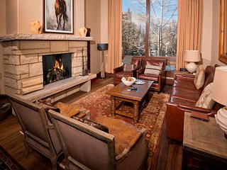 Premier Condo! Ski-in/Ski-out 2Br Condo at the Lodge at Vail ~ RA147424