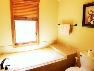 Charming 1 Bedroom Townhome w/ Private Hot Tub - Sleeps 4