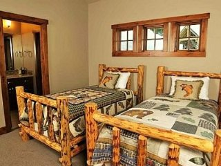 Beautiful 2 Bedroom Cottage at Tamarack Resort ~ RA144967