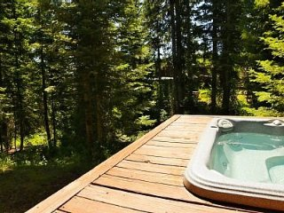 3 Bedroom Chalet, Sleeps 8 and has Private Hot Tub ~ RA144978