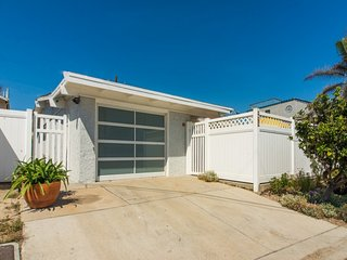 207R  Hollywood By the Sea Beach Bungalow ~ RA147904