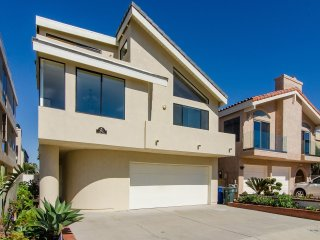 3612 O- 499025 Hollywood Beach Inboard Home ~ RA147954, Oxnard