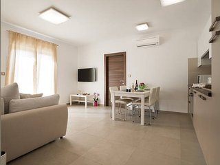 Gioia-Two bedroom apartment with balcoy 2