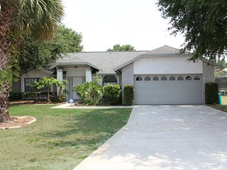 3 Bedroom 2 Bath Pool home is 4 miles from Disney and close to shopping (2073)