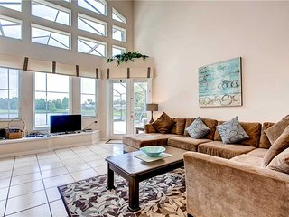 Stunning Lakefront 4 Bed 2.5 Bath Pool Home in a gated community 5 mi to Disney