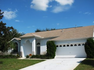 Private 4 Bedroom 3 Bathroom Pool Home on a cul-de-sac minutes to Disney (6042)