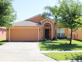 Beautiful 1 Story 5 Bed 3 Bath Pool home west of Disney close to shopping (6403)