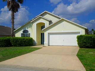 Nicely Furnished 4 Bed 2 Bath pool home with a game room minutes to Disney (7287