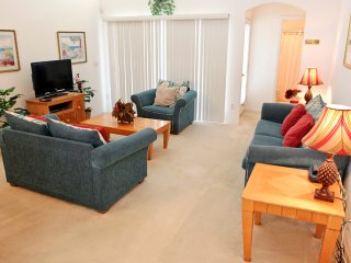 Affordable luxury! 3 Bedroom  2 Bath pool home minutes to Disney (8040)