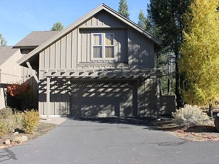 4th night FREE over Thanksgiving, Luxury condo short walk to Sunriver Village