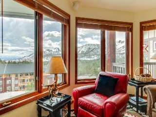 Shared hot tub w/ mountain views & proximity to ski slopes & summer bike trails.