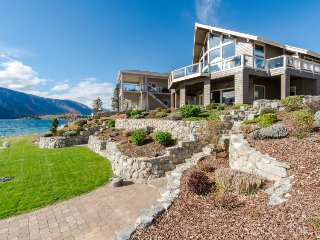 Lakefront home w/ shared hot tub & resort amenities - pool, tennis, gym