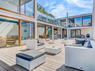 Moderna villa con jacuzzi en primera línea de mar en Manresa, Pollensa