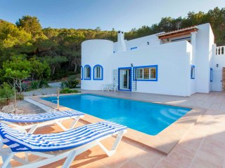 Secluded villa Vista in the hills of San Carlos with great views, pool & BBQ