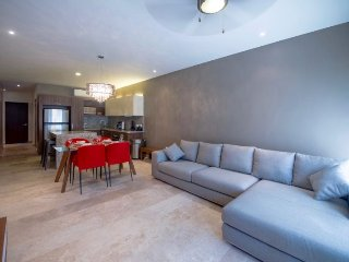 Chic and contemporary 2 bedroom condo close to everything!