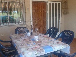 ADOSADO CON 2 BICICLETAS, WIFI y PARABÓLICA GRATIS FRENTE PARQUE NATURAL
