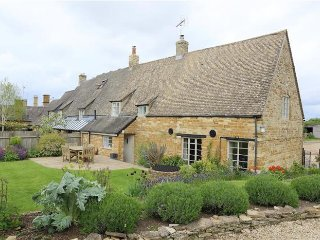 Home Farm Cottage, Barton On the Heath,  STUNNING NEW COTTAGE !!