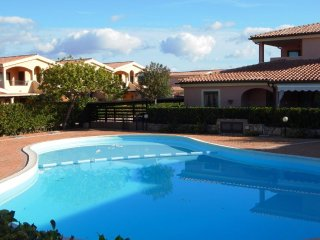 PORTO ISTANA, bilocale in residence con piscina, Porto Istana