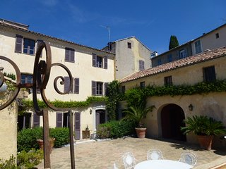Villa Bourgade - Heart of historic Haut-de-Cagnes. AVAIBLABLE FOR GRAND PRIX!