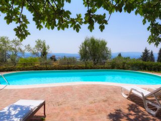 Villa Florence Calenzano hills with pool, large garden, views, easy access, A/C.