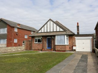 BOURNECOAST: PERFECT BUNGALOW WITH GARDEN - CLOSE TO THE BEACH - HB6050